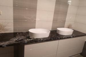 Blat łazienkowy Ciechanów - kamienie na miare